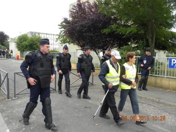 Photos et vidéos du Collectif non à la LGV Poitiers Limoges au congrès du PS à Poitiers