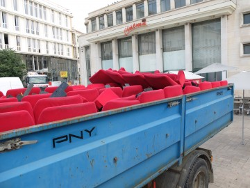 Déménagement des fauteuils de l'ancien théâtre de Poitiers
