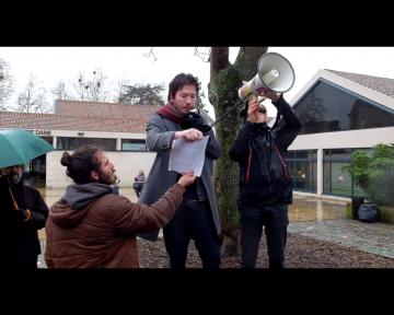 Les prises de paroles pendant la manifestation contre l'état d'urgence