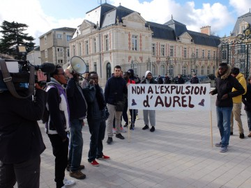 Manifestation contre l'expulsion d'Aurel