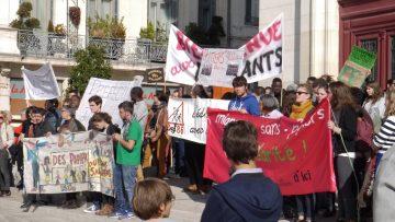 Bienvenue aux migrant-es ! @ Place du Palais de Justice | Poitiers | Aquitaine-Limousin-Poitou-Charentes | France