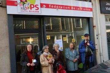 Action de solidarité à Poitiers avec 2 militants antinucléaires