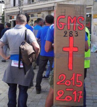 Le rassemblement des GM&S pour l'audience au Tribunal de Commerce de Poitiers