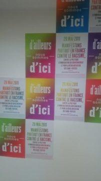 """Collectif poitevin """"D'ailleurs Nous Sommes d'Ici""""   Mercredi 5 juillet 2017 le Collectif DNSI appelle à un rassemblement en solidarité avec tous les migrant.e.s et sans-papiers 18h devant le Palais de justice."""