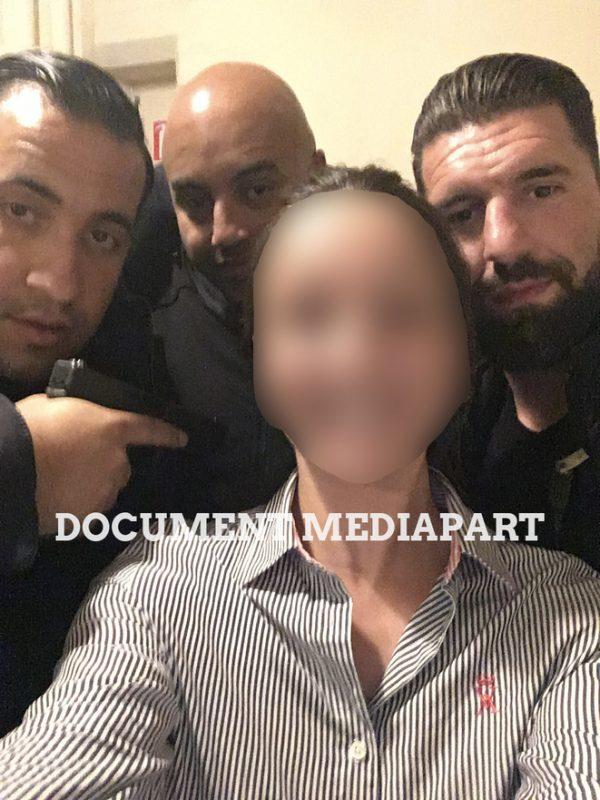 Alexandre Benalla et deux autres membres du SO posent pour une serveuse à Poitiers. © Document Mediapart