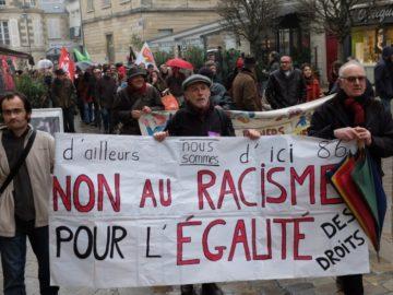 Contre le racisme, les violences policières, la chasse aux migrants @ Parvis de Notre-Dame-La-Grande